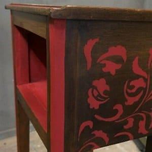 MOB.035 Tavolinetto rosso decorato