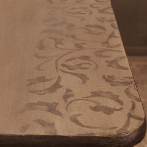 MOB.053 Tavolo in legno con bordi decorati